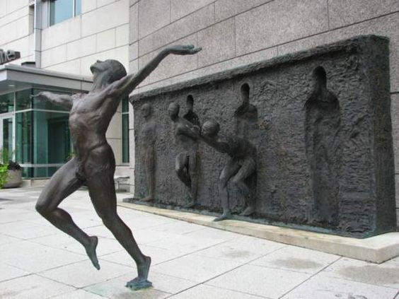 free freedom sculpture